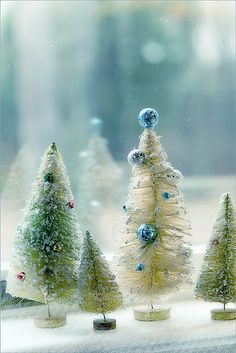 Perfect for a Blue Christmas- Vintage Bottle Brush Trees Noel Christmas, Merry Little Christmas, Christmas Colors, All Things Christmas, White Christmas, Vintage Christmas, Christmas Crafts, Christmas Decorations, Christmas Ornaments