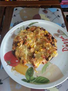 oder individuell mit Hähnchen,  Mais, getrockneten Tomaten und Käse