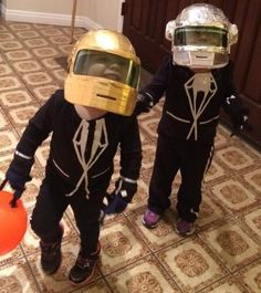 Super-Crafty Halloween Costume Contest … the winners are here! - Dee send in this Daft Punk costume, worn by 2-year-old friends Josie and Kate. Daft Punk Costumes, Daft Punk Halloween Costume, Diy Costumes, First Halloween Costumes, Halloween Costume Contest, Halloween Stuff, Halloween 2016, Halloween Projects, Holidays Halloween