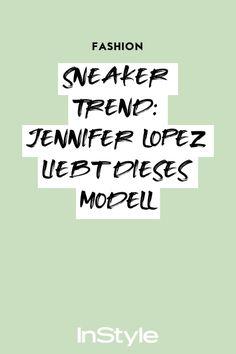 Wenn es um Schuhe geht, hat Pop-Diva Jennifer Lopez in ihrer Freizeit einen klaren Favoriten: weiße Dad Sneakers! #instyle #instylegermany #sneaker #trend #modetrend Jennifer Lopez, Sneaker Trend, Radler, Sneakers Fashion, Math, Diva, Pop, Dance Routines, New Fashion Trends