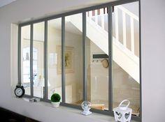 Bien choisir sa verrière d'atelier | Leroy Merlin #leroymerlin #verriere #cloison #entree #hall #ideedeco #madecoamoi