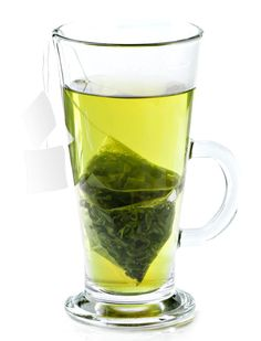 A cup of green tea contains about 111 milligrams of Catechins antioxidant can be beneficial for weight loss. So drink 2-3 cups a day instead of diet soda. #WeightLossTea Healthy Ways To Lose Weight Fast, Best Weight Loss Foods, Weight Loss Tea, Easy Weight Loss, Stomach Fat Loss, Free Diet Plans, Medical Weight Loss, Weight Loss Workout Plan, Soda