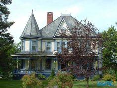 Maison victorienne ancestrale en Estrie, Qc. Canada                                                                                                                                                     Plus
