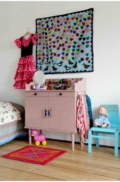 Dressoir Prinses; finally a place to effectively store your daughters accessories.