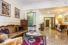 Casa per Vacanze a Roma, vicino San Pietro, potrete prenotare l'appartamento o le singole camere. Troverete i prezzi e i servizi offerti, completi di foto.