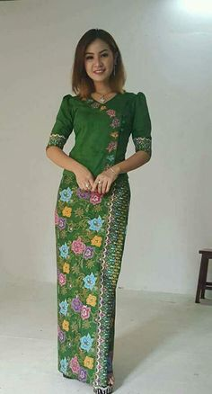 i want yo buy this top Batik Kebaya, Kebaya Dress, Myanmar Traditional Dress, Thai Traditional Dress, Blouse Batik, Batik Dress, Mode Batik, Myanmar Dress Design, Model Kebaya