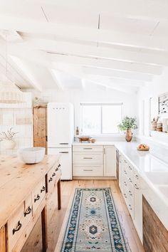 Modern and Bright Country Kitchen #countryhouse #modernkitchen #brightkitchen