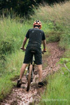 Jalur basah atau jalur kering bersepeda gunung tetap mengasikkan  post by http://www.jpgbintaro.com