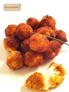 It croustille: BALL Crispy breaded Mozzarella melting No Salt Recipes, Snack Recipes, Cooking Recipes, Snacks, Tapas, I Love Food, Good Food, Yummy Food, Fingers Food
