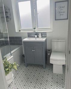 Beautiful bathroom ideas that are decor. Modern Farmhouse, Rustic Modern, Classic, light and airy bathroom design ideas. Bathroom makeover ideas and bathroom remodel ideas. Bathroom Design Small, Bathroom Interior Design, Modern Bathroom, Minimal Bathroom, Small Bathroom With Window, Interior Decorating, Bathroom Windows, Bathroom Mirrors, Bath Design