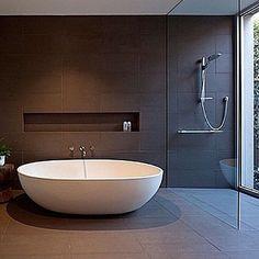 Clever use of space and color #havenbath #cottonfinish #apaiser #freestandingbath #stonebath #bath #bathroomdesign #design #interiordesign #modernbathroom