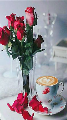 Buenos días feliz domingo les deseo a todos. Coffee Heart, Coffee Love, Coffee Break, Good Morning Coffee, Sunday Morning, Happy Sunday, Buenos Dias Quotes, Herb Roasted Chicken, Green Beans And Tomatoes
