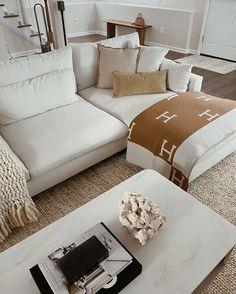 Home Living Room, Apartment Living, Living Room Designs, Living Room Decor, Bedroom Decor, My New Room, House Rooms, Home Decor Inspiration, Decor Ideas