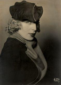 Tamara de Lempicka in a Rose Descat hat. Photo by Madame D'Ora