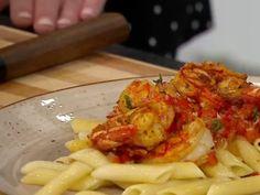Sauté de crevettes flambées au cari Sauce Au Poivre, Macaroni And Cheese, Meat, Chicken, Ethnic Recipes, Food, Velveeta Macaroni And Cheese, Meatball, Dumplings