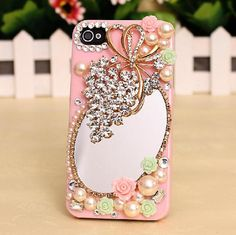 Grape pearls phone case 25,00,-