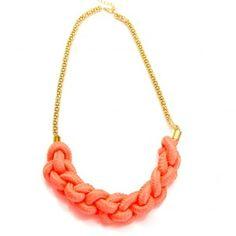 882ddca3c9b Le+collier+avec+cordage+tressé+fluo+est+l accessoire+idéal+pour +customiser+vos+tenues