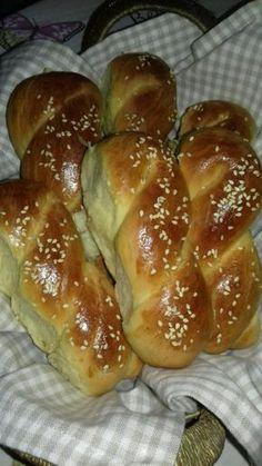 Sweet Buns, Sweet Pie, Sweet Bread, Greek Cake, Eat Greek, Greek Desserts, Greek Recipes, Koulourakia Recipe, Food Network Recipes