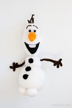 Check out this amazing Olaf from Frozen! Olaf Crochet Amigurumi free pattern from www.1dogwoof.com