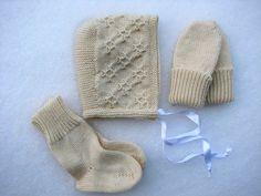 Akselille sukkia? (2013.01.13. vauvasetti 001m by villanne123, via Flickr)
