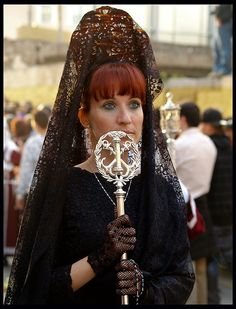 Spanish Mantilla and Peineta