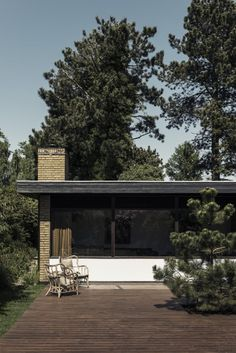 This Home Is A Stunning Example That Danish Modernism Is Still Very Relevant Today - Nordic Design Danish Modern, Mid-century Modern, Modern Houses, Danish House, Weekend House, Building Exterior, Architectural Features, Nordic Design, House Goals