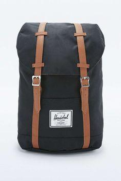 A Noël, pourquoi ne pas offrir un sac à dos ? Un cadeau pratique pour un homme et très tendance.  Sac à dos Herschel, disponible sur le site Urban Outfitters, 89€