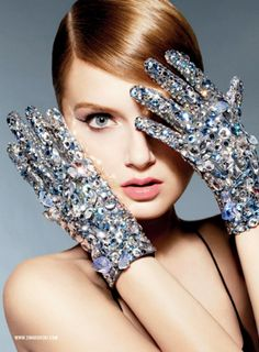 sparkling gloves: Twinkle, golden and glam up your life!