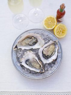 A taster of fresh oysters served the old-fashioned way With lemon juice and a hit of Tabasco If you're planning a romantic night in, these plump, juicy oysters will get it off to a good start Hp Sauce, Raw Oysters, Fresh Oysters, Fast Metabolism Diet, Metabolic Diet, Seafood Recipes, Diet Recipes, Simply Yummy, Best Time To Eat