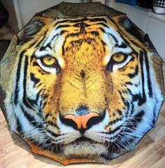 Regenschirm Tiger erhältlich bei Kirsches Taschen und mehr...! in Bad Vöslau Bad Vöslau, Tiger, Animals, Gifts For Ladies, Umbrellas, Dime Bags, Animales, Animaux, Animal
