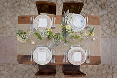 Rustic table décor burlap, wild flowers, mismatched china. Rural Portuguese Wedding Shoot