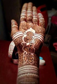 Here you will find different type of mehndi design videos like arabic mehndi tutorial, birdal mehndi tutorial, Karvachuth mehndi tutorial and more.