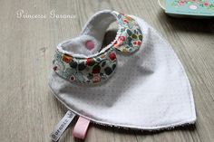 Bavoir bandana col claudine  Liberty of London Betsy Little Ones, Baby Shoes, Maternity, Women's Fashion, Sewing, Clothing, Projects, Crafts, Etsy