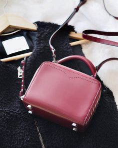 Even though I bought this @rebeccaminkoff purse to carry my camera in Copenhagen and my camera doesn't fit, it's too cute to return. Purse shopping I go! #rebeccaminkoff #boxbag