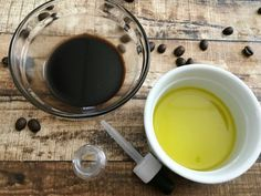 Fight signs of aging, redness, and puffiness with this homemade eye serum. This homemade eye serum contains caffeine & avocado! Dry Eyes Causes, Eye Infections, Healthy Eyes, Cleansing Mask, Eye Serum, Acne Remedies, Cool Eyes, Caffeine, Skin Care