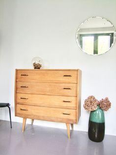 Commode vintage pieds compas by Pataluna Diy Design, Deco, Decor, Old Furniture, Furniture, Dresser, Home, Commode Vintage, Home Decor