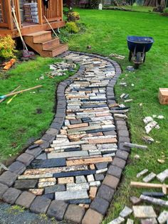 Granite scraps used to form a walkway - add grout and you're done. Diy Garden, Garden Paths, Garden Landscaping, Landscaping Ideas, Path Ideas, Garden Makeover, Backyard Projects, Granite Countertops, Garden Planning