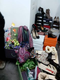1st event en cientoypico Pop Up, Laundry, Organization, Clothes, Home Decor, Places, Laundry Room, Getting Organized, Outfits