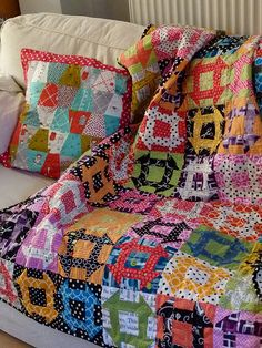 ::Churn Dash - A Brit Bee Quilt :: It's impossible to go wrong with Churn Dash. I love 'em ALL!  I learned how to make them and can see how easy they are now.