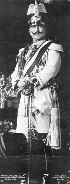 Wilhelm II van Duitsland.  Casement was a guest of the Kaiser while trying to recruit captured Irish soldiers into an Irish Brigade.