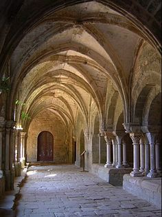 Cloister at Abbey of Fontfroide near Narbonne - Aude, France Sacred Architecture, Architecture Details, Interior Architecture, Narbonne France, Monuments, Beautiful World, Beautiful Places, Cathedral Church, Chapelle