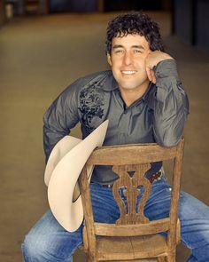 Aaron Watson <3 a true Texas cowboy from Abilene!