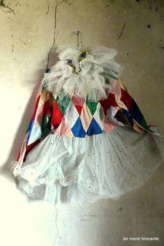 Vintage harlequin costume~Image via de merel brocante