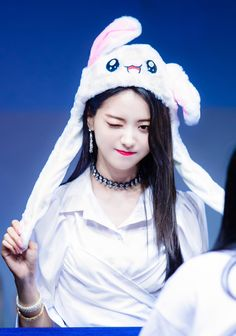 Recently, fans have been concerned over Nayoung's sudden change in appearance - predominantly due to her rapid weight loss. Kpop Girl Groups, Korean Girl Groups, Kpop Girls, Produce 101, Extended Play, Im Nayoung, Pledis Girlz, Idol, V Instagram