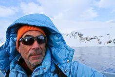 Hubert von Goisern mit Alex Huber in Grönland Hubert Von Goisern, Wayfarer, Ray Bans, Raincoat, Sunglasses, Jackets, Style, Fashion, Vest