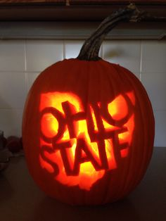 "10 Inspiration Of Pumpkin Craving To ""Frighten"" Your Halloween - The Living Blue Pumpking Carving, Amazing Pumpkin Carving, Scary Pumpkin, Pumpkin Ideas, Ohio State Baby, Ohio State Football, Ohio State University, College Football, Ohio State Crafts"
