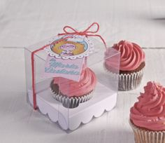 ♥ Today in pink! Well, in coral for the experts! http://selfpackaging.com/2216-transparent-cupcake-box-78.html // #cupcakes #pink #sweettreats #homemade #cupcakeboxes