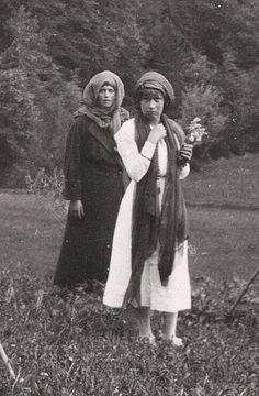(2) Tumblr/ Maria and Anastasia
