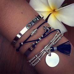 Composition de bracelets bleu marine et argent - L'Atelier d'Amaya