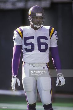 Chris Doleman of the Minnesota Vikings during a NFL football game against the Philadelphia Eagles on December 1992 at Veterans Stadium in Philadelphia, Pennsylvania. Nfl Football Games, Nfl Football Players, Sport Football, Football Helmets, Minnesota Vikings Football, Dallas Cowboys, Pittsburgh Steelers, Chris Doleman, Vikings Cheerleaders